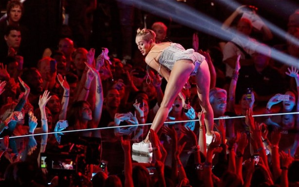 Miley twerking_2655244b